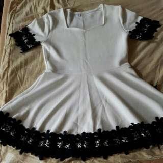 黑色花朵上衣