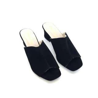 New basic clog mules black