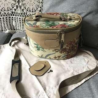 *罕見*歐洲購入 古董織花橢圓筒 皮革 化妝箱 帶鈄咩織帶及鎖