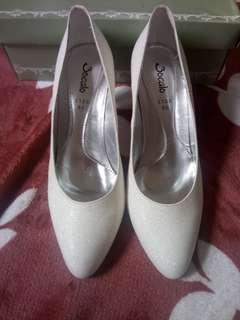 Bridal shoes (shimmering ivory white)