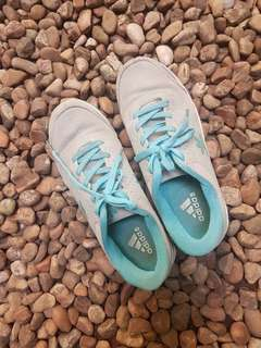Sepatu adidas cewek