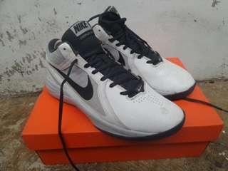Nike overplay basket