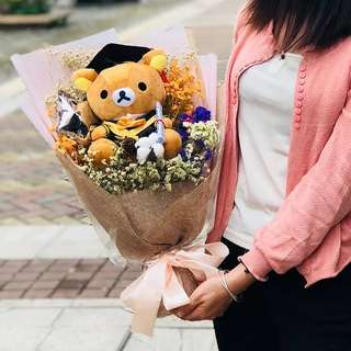 Graduation Bouquet With Plush Toys