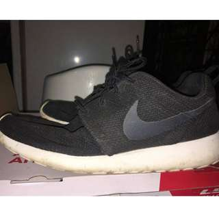 4995bd49e078 FS  Preloved Original Nike Roshe Run WITH BOX
