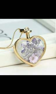 Brand New Heart Shaped Dried Flowers Necklace Gold Pendant In Lavender