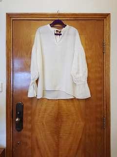 Initial 風格喇叭袖白恤衫