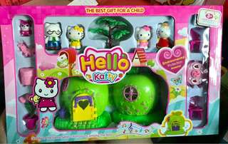 Hello kitty apple doll house
