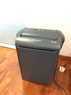 Paper Shredder - GBC SHREDMASTER STRIP CUT PERSONAL PAPER SHREDDER WITH BASKET  SC 070   EUC (max 12 sheets)