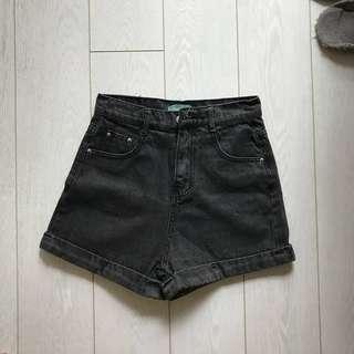 🚚 高腰牛仔短褲 碳黑27