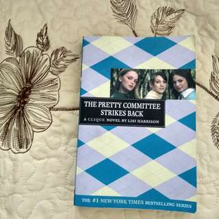 The Pretty Committee Strikes Back (A Clique Novel) by Lisi Harrison