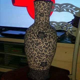 精美刻工旧花瓶