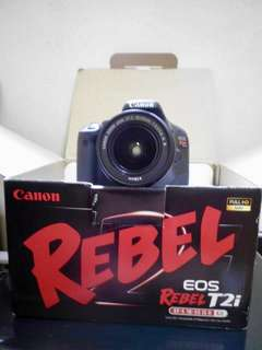 Canon T2i Rebel 500D bought in the US, no issues, dents nor scratches. Complete accessories with bag. RFS: hindi na po nagagamit, lady owned kaya makinis😊