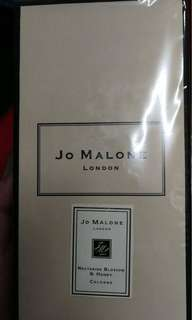Selling authentic perfume