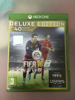 Pre-loved Xbox one FIFA 16 deluxe edition