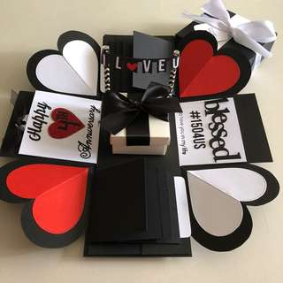 Explosion box with gift box , 8 waterfall in black , white red