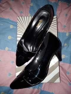 Sepatu heels hitam