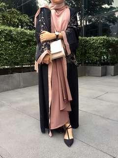 Abaya (RENT)