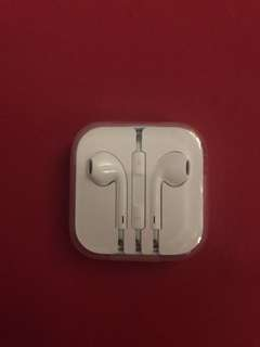 Original iPhone Headphones (NOW Php 1,100 FREE Shipping Fee)