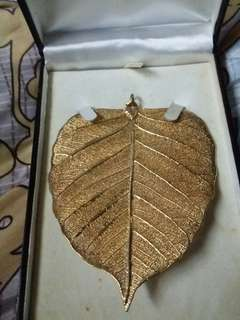 Pleated Gold rubber leaf.