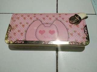 Dompet bahan kulit no lecet . Warna pink muda .