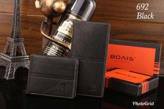 Dompet Bovis Couple  #D692#3  Kualitas: Semi Premium Free box Bovis  uk :19x9 * 11x9 Material: Grained Leather Variant: Black,Coffee,Brown Berat: 0.4kg  Harga 160rb