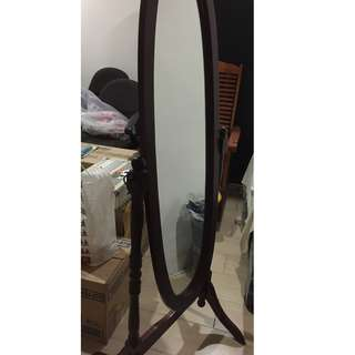 Oval stand mirror