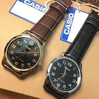 文青feel ⌚️🗣🗣🗣#*驚喜價$210一隻 🎉 。 店 主 推 介 。 🎉 🔻全新行貨Casio  黑面啡色pu皮帶錶