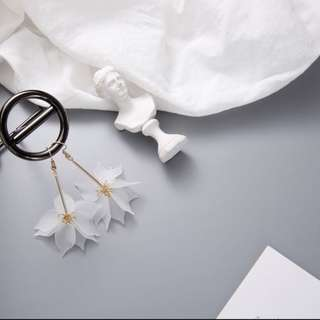 Hook flower earring