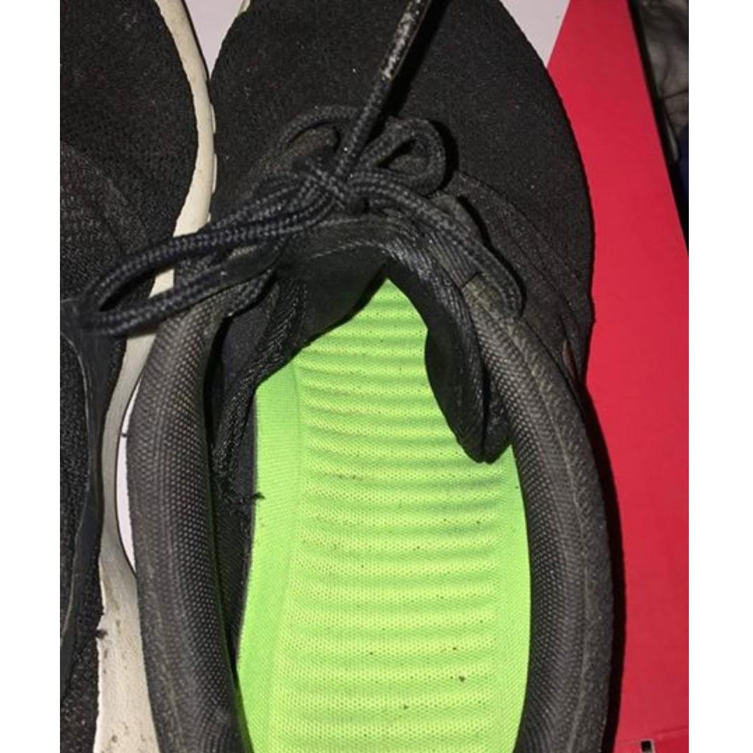 5563f59ce903 FS  Preloved Original Nike Roshe Run WITH BOX