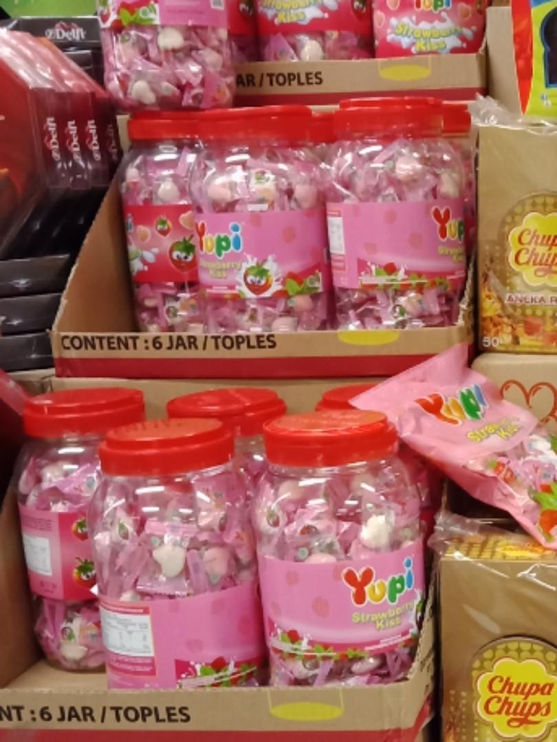 Harga Jual Botol Permen Lebaran Bisa Untuk Tempat Pencil 25000 Toples Kue Makanan Ringan Otaru Ps 1200 Ml Yupi Minuman Snek Di Carousell