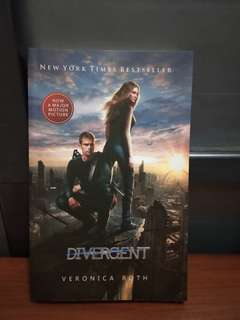 Novel Divergent (cover film) by Veronica Roth