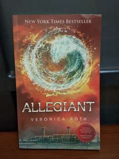 Novel Allegiant by Veronica Roth
