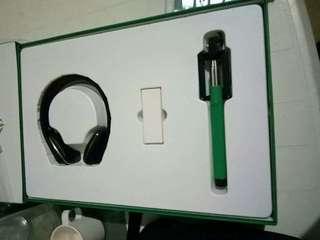O like Bluetooth headset with monopod