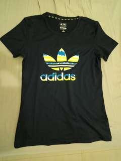 Adidas女生運動上衣 尺寸M號