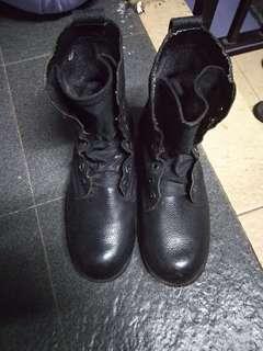 Sepatu securty