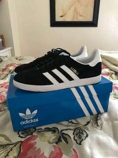 Black Gazelle Adidas