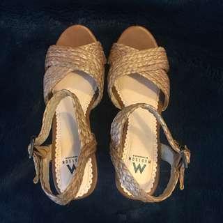 Never worn Brown wedge 6.5