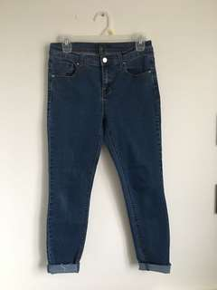 F21 Midrise ankle jeans w/ frayed edges, size 28