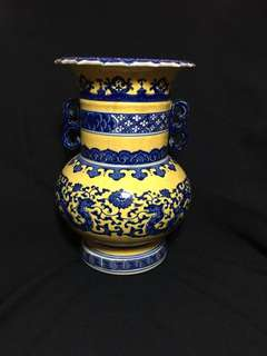 Qing Dynasty blue n yellow vase with flowers 25cm high