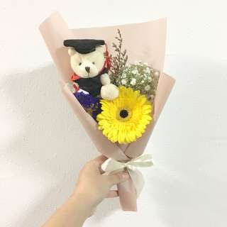 Graduation Bouquet in Yellow Daisy