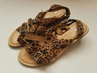 NEW!!! GAP Animal Print Sandals size 5 w/ tag
