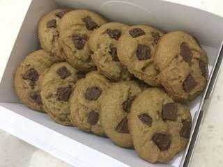 Chewy chocolate chunks cookies