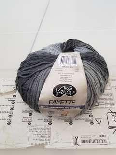 Wool base yarn
