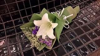 Single stalk flower bouquet