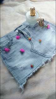 Gray denim tattered skirt