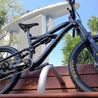 👍Price Reduced!!!Stealth Black Specialized Enduro