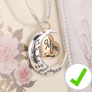 (FREE DELIVERY)Mother's day I love you to the moon and back mom necklace