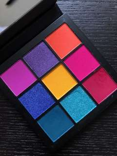Huda Beauty Electric Obsessions Eyeshadow Palette