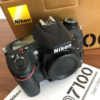 Mint/like new Nikon D7100