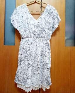 🚚 ((僅穿1次))V領黑白修身洋裝
